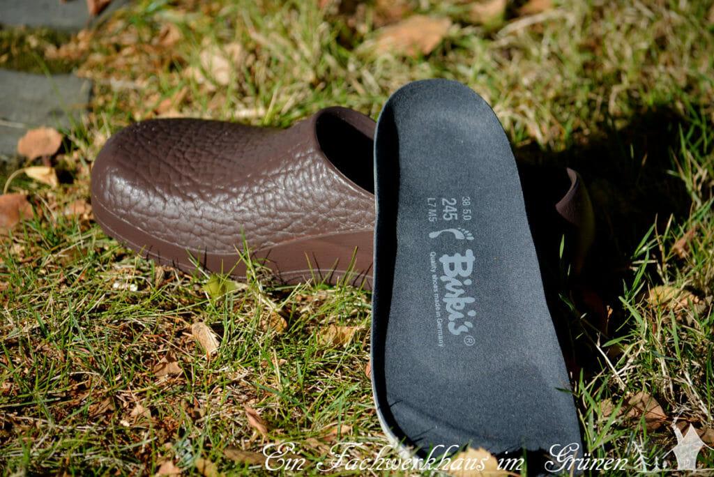 Die Gartenclogs glänzen nicht nur durch ihr für Birkenstock typisches Fußbett