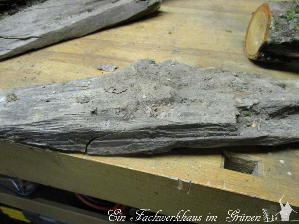 Ein Fuß aus Holz.