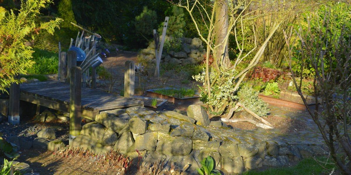 Gartenwege interessant gestalten -