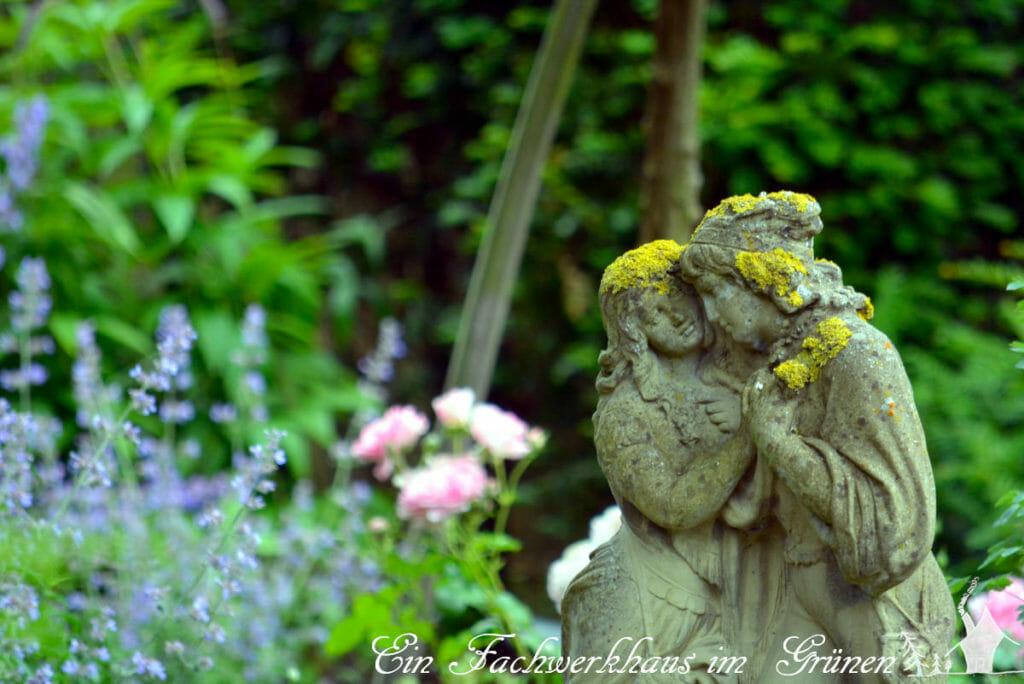 Julia und Romeo haben sich im Rosengarten eingefunden.
