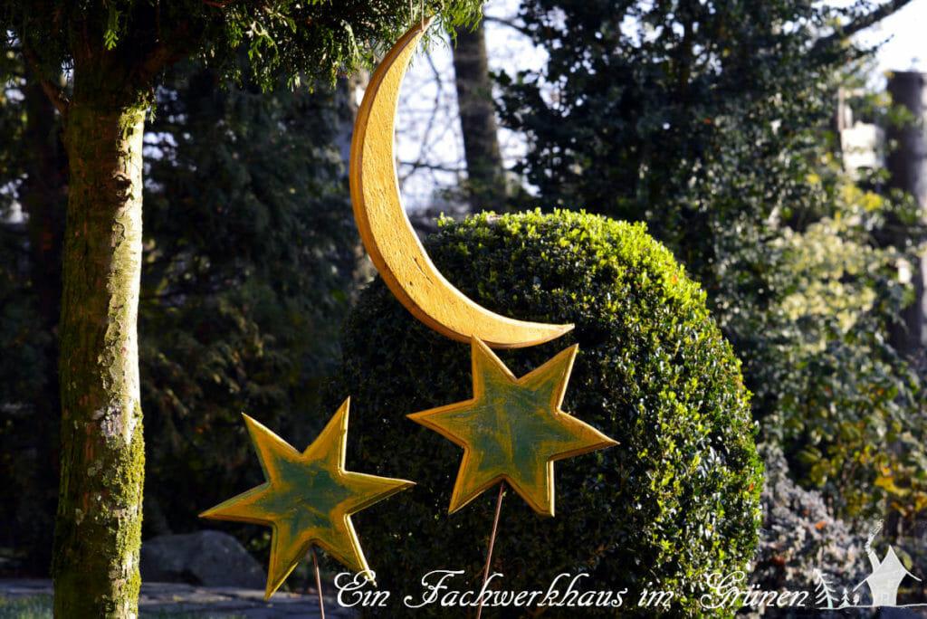 Ein Halbmond gesellt sich zu den Sternen.