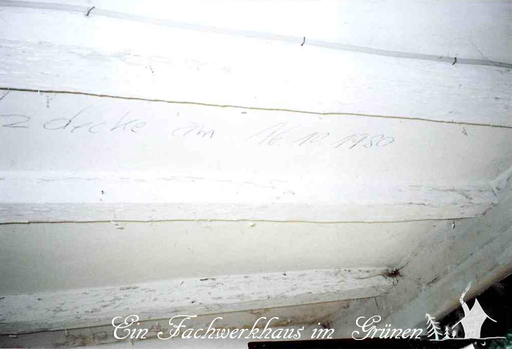 Beim Renovieren der Decke finde ich ein Datum.