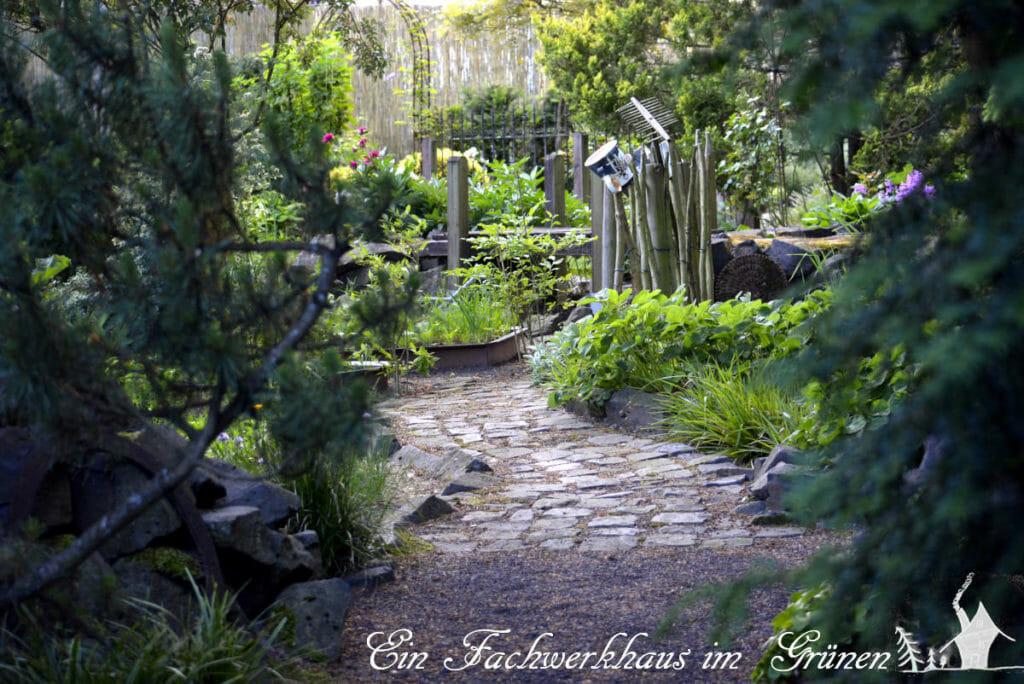 Den Garten gestallten. Von einem Raum geht man in den Nächsten.