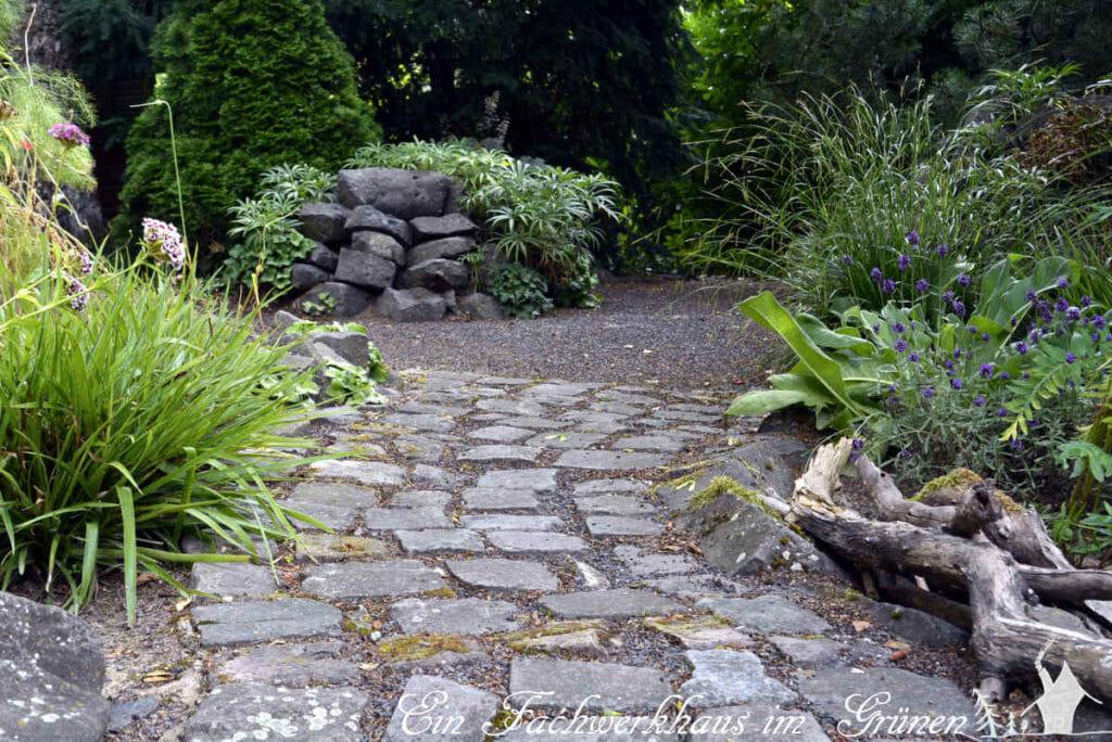 Mit Steinen kann man den Garten vielfältig gestalten.