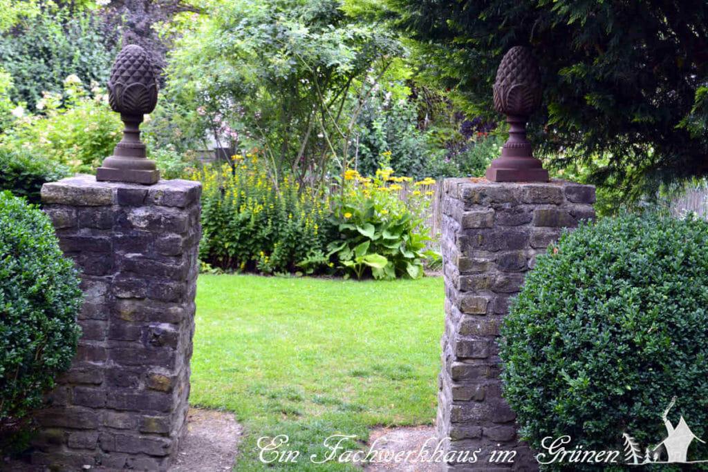 Mit Steinen den Garten gestalten.