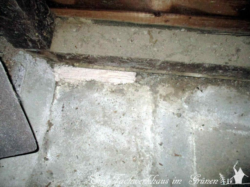 Das Mauseloch im Schuppenhaus ist verschlossen.