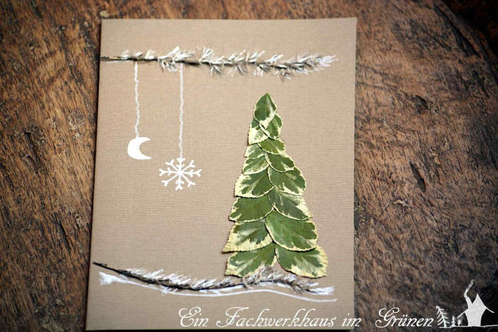 Weihnachtskarten mit Materialien aus dem Garten basteln.