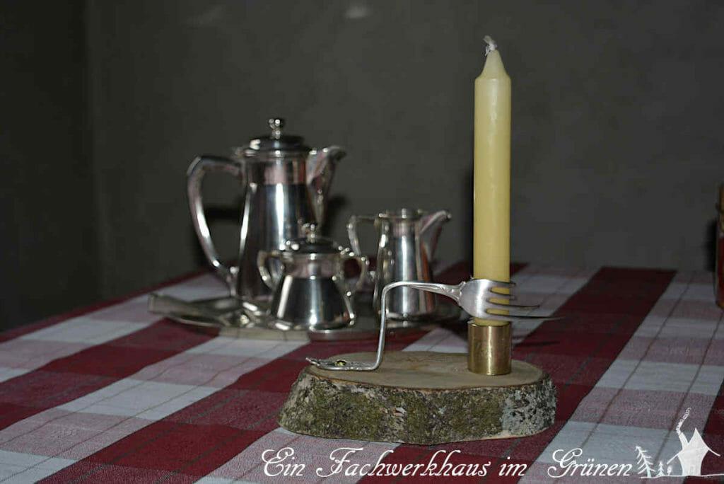 Der Kerzenständer ist fertig gebastelt.