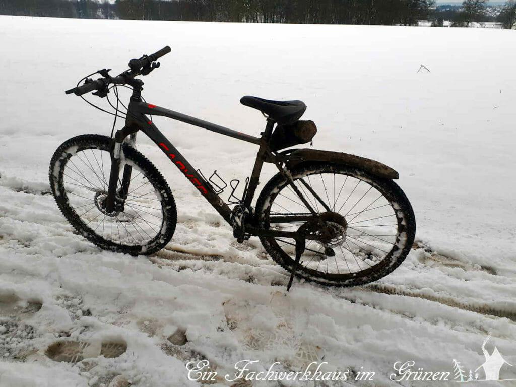 Radfahren im Schnee. Mein neues Mountainbike muss sich bewähren.
