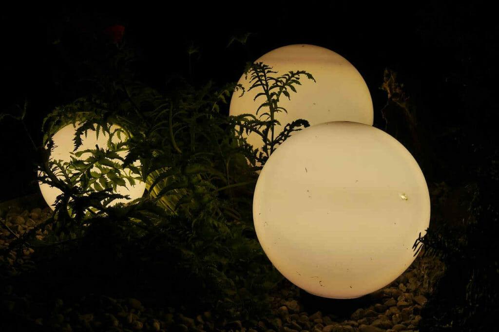 Stimmungsvolle LED Beleuchtung im Garten.