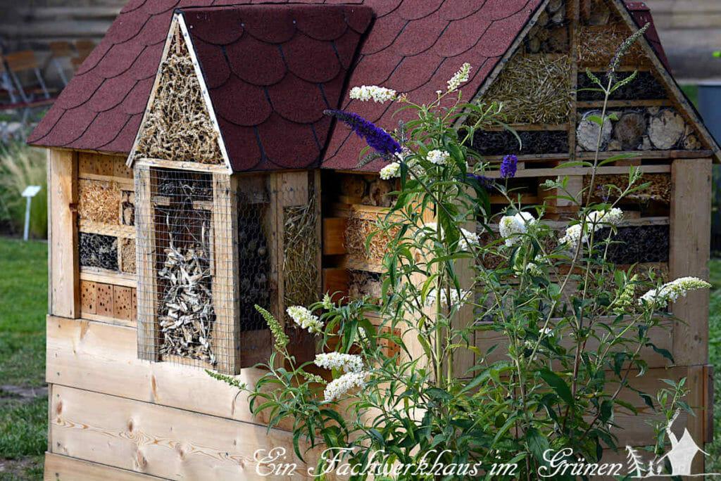 Ein schönes und großes Insektenhotel auf der BUGA in Erfurt.